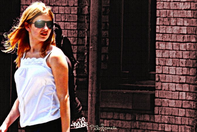 Girl with sunglasses, street photography at San Antonio, Texas. Copyright 2013 Miguel Omaña.