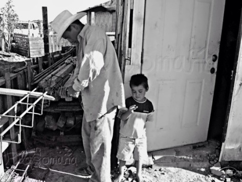 Family at Mexican border. Copyright 2006 Miguel Omaña.