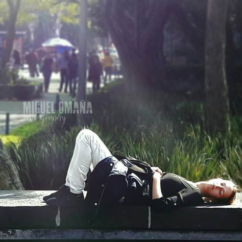 girl_resting_at_mexico_city